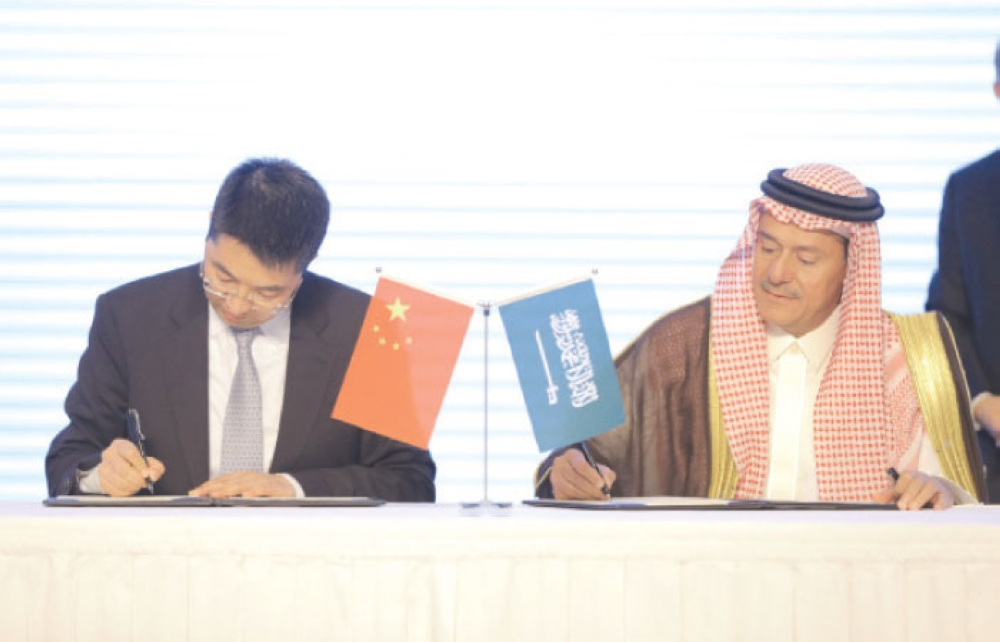 Chief Executive Officer of the Royal Commission of Yanbu and Jazan Economic City Dr. Alaa bin Abdullah Nassif and Ramadan Ding, CEO of Huawei Tech Investment Saudi Arabia, sign the agreement