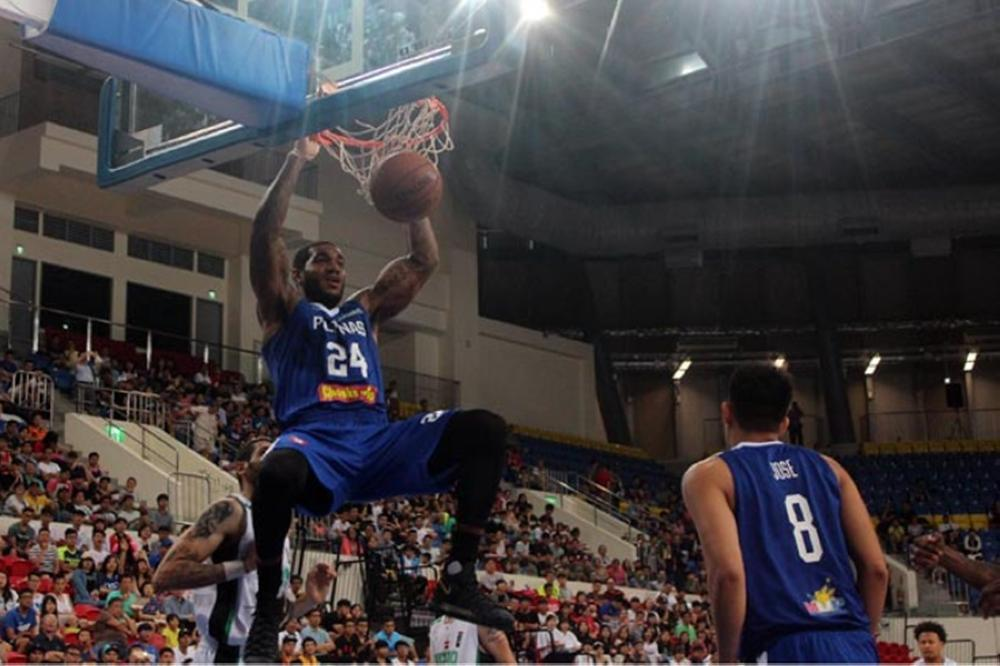 Gilas reinforcement Mike Myers breaks loose for a two-handed slam in the game against Iraq in the 39th Jones Cup in Taipei Thursday night.