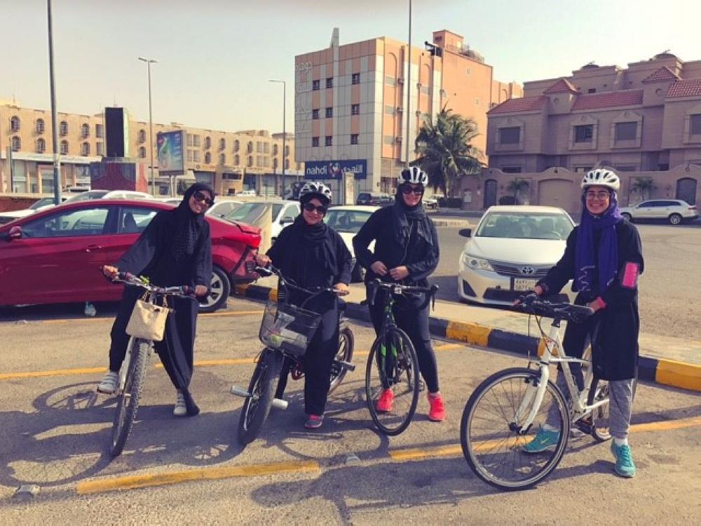 """Members of """"Bicicleta,"""