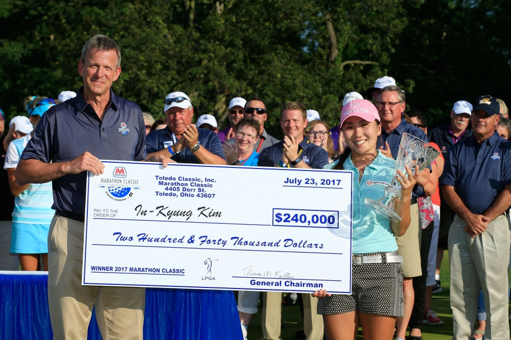 Kim In-Kyung of South Korea (R) is presented with the winners check and trophy by Tom Kelley, vice president of marketing of Marathon Petroleum at the presentation ceremony at the Marathon Classic presented by Owens Corning And O-I held at Highland Meadows Golf Club on Sunday in Sylvania, Ohio. — AFP