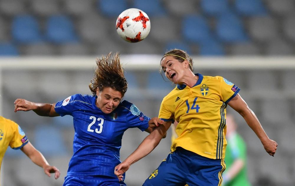 Sweden's Hanna Folkesson (R) heads the ball against Italy's Cristiana Girelli during their UEFA Women's Euro 2017 football match at De Vijverberg Stadium in Doetinchem Tuesday. — AFP