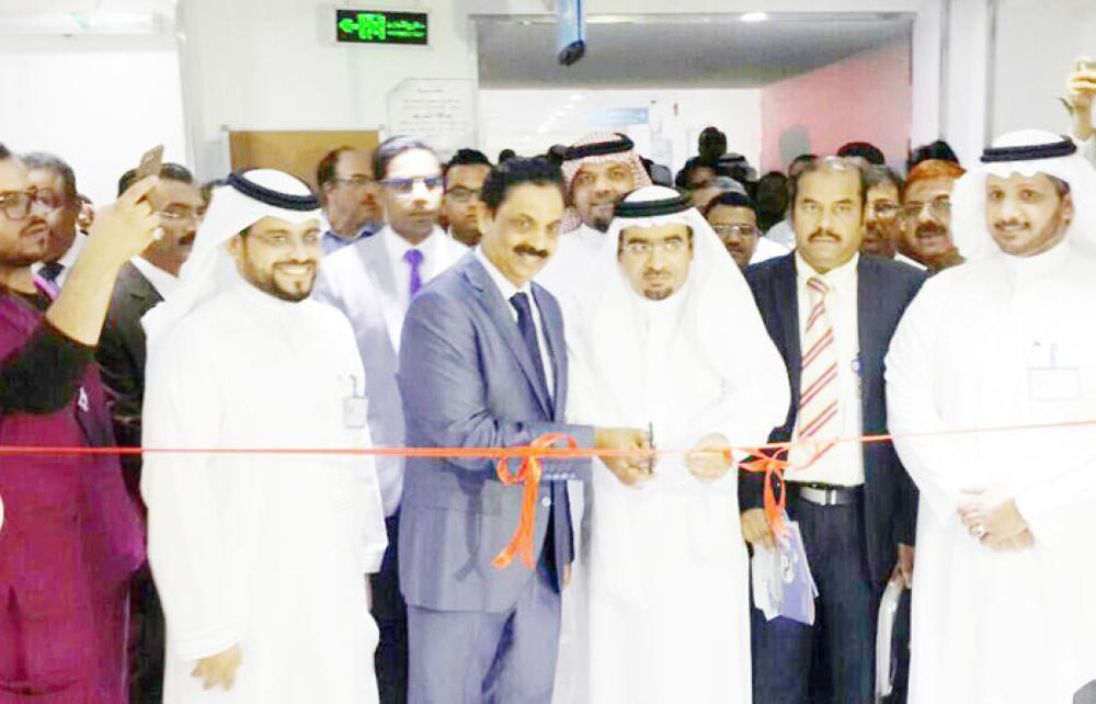 Dr. Ali Zahrani launches the MRI scanning unit at Jeddah National Hospital in the presence of JNH Chairman V.P. Mohammed Ali and other dignitaries.