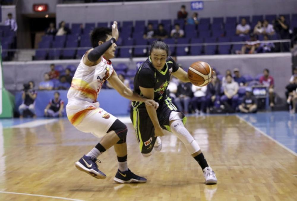 GlobalPort's Terrence Romeo goes up against Phoenix's RJ Jazul in the PBA Governors' Cup at the Smart-Araneta Coliseum Wednesday night.