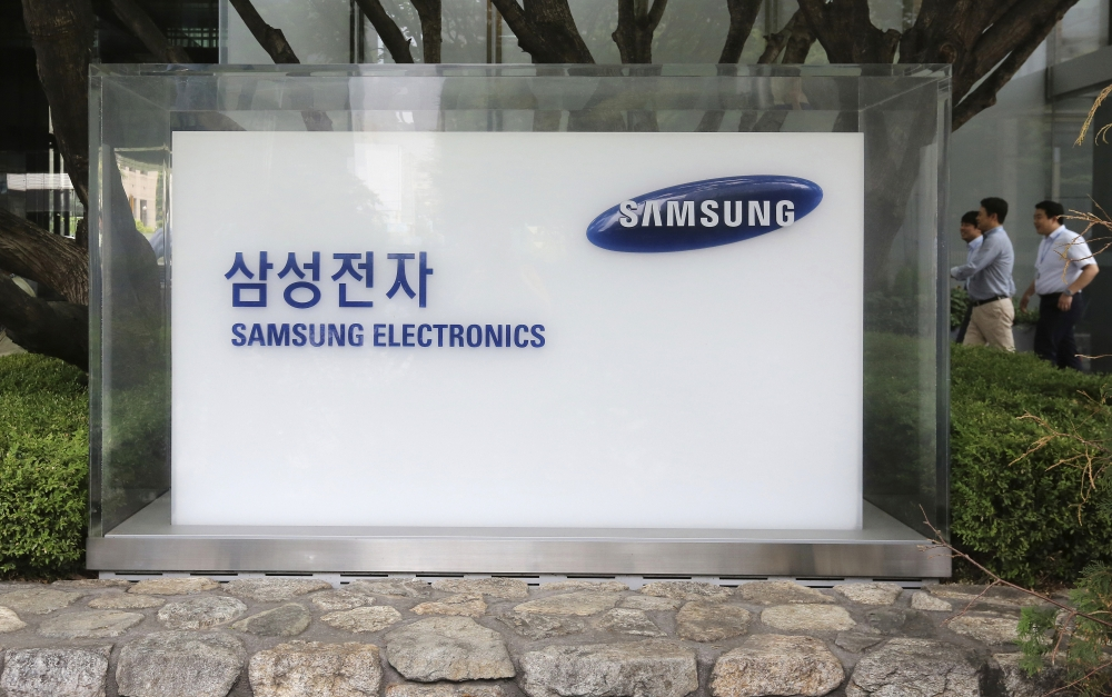 File photo shows employees walk by the Seoul office of Samsung Electronics Co. in Seoul, South Korea. Intel's more than two decade-long reign as the king of the silicon-based semiconductor is poised to end Thursday when South Korea's Samsung Electronics elbows the US manufacturer aside to become the leading maker of computer memory chips. — AP