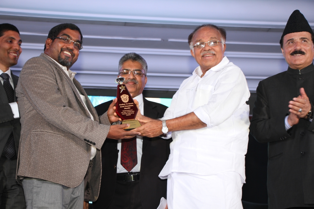 M.P. Ahammed, chairman of the Malabar Group of Companies, is being awarded by former minister and Rajya Sabha Deputy Chairman P.J. Kurrian for the charity works done by the Group. — Courtesy photo