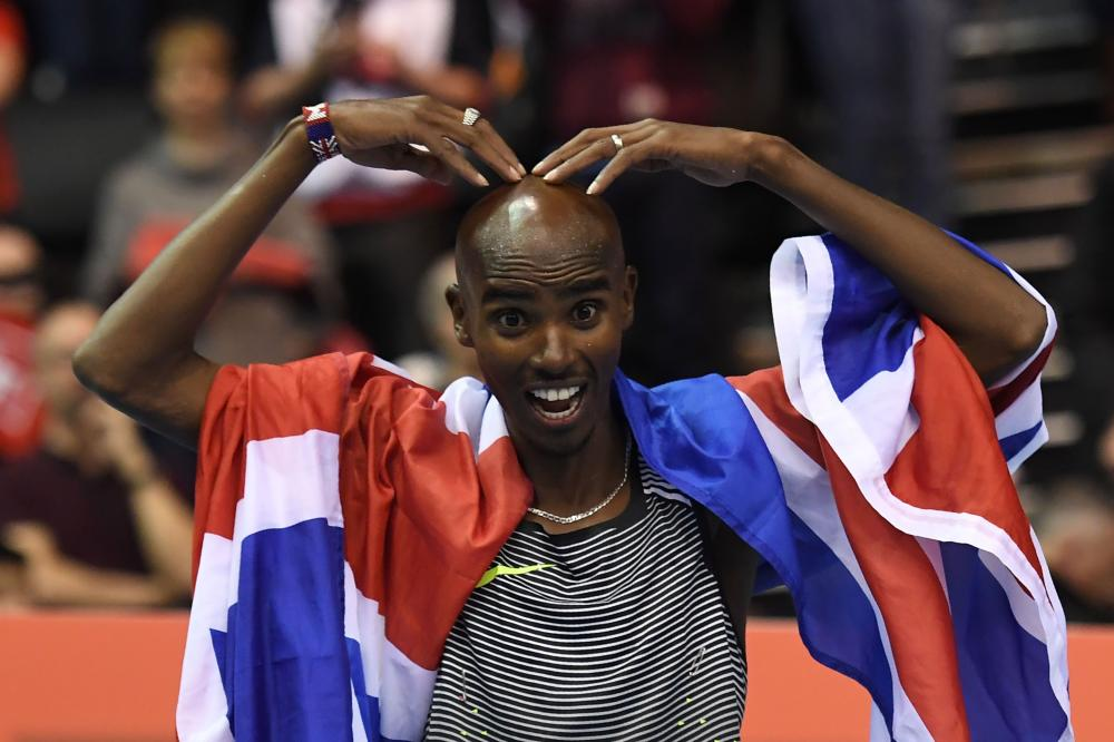 Mo Farah defends his 10000m title in London