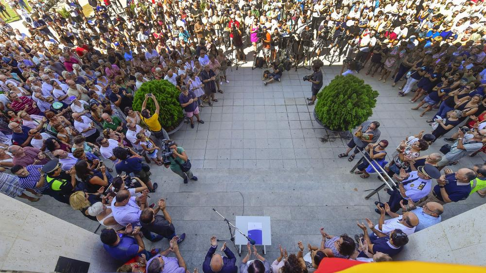 Officials and people applaud after observing a minute of silence for the victims of the Barcelona attack outside Cambrils City Hall on Friday, a day after a van plowed into the crowd, killing 13 persons and injuring over 100 on the Rambla in Barcelona. — AFP