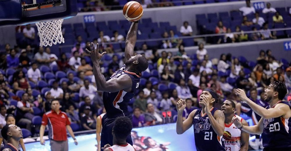 Meralco's Allen Durham soars high against Phoenix in the PBA Governors' Cup at the Smart-Araneta Coliseum Friday.