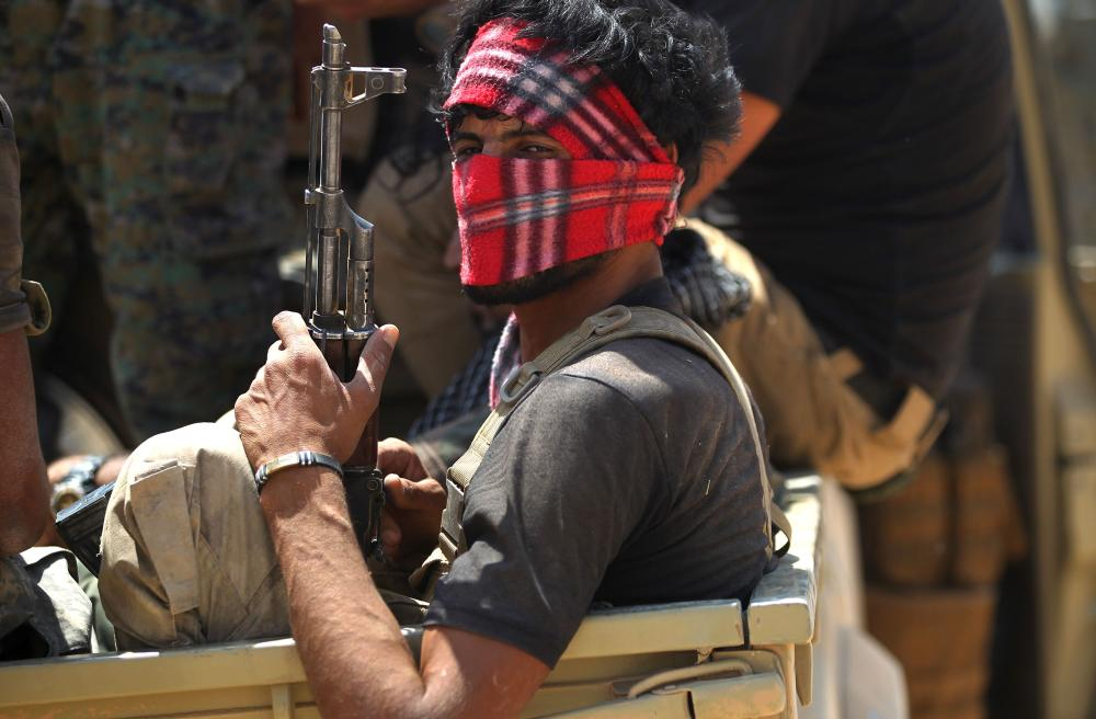 Shiite fighters from the Popular Mobilization Forces advance toward the city of Tal Afar, the main remaining stronghold of the Daesh (the so-called IS) group, after the government announced the beginning of an operation to retake it from the militants. — AFP