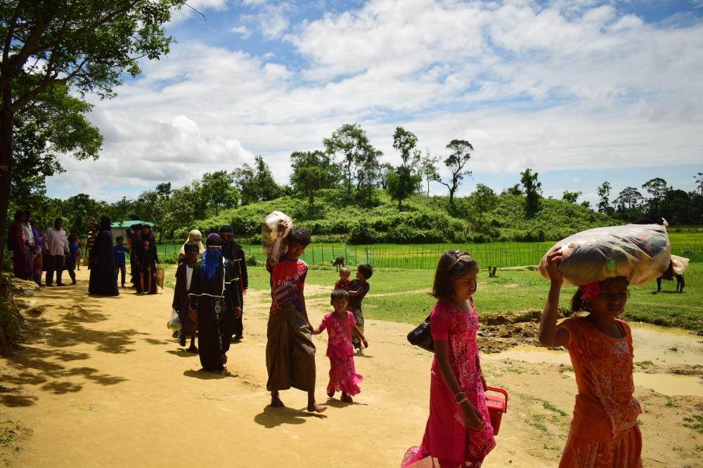 Violence erupts in Myanmar, Rohingya Muslims flee to Bangladesh amid gunfire