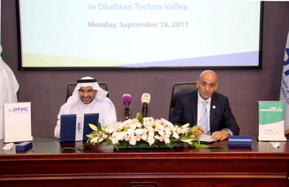 Dr. Samir Serhan, executive vice president for Air Products (right), and Dr. Khalid Al-Sultan, chairman of Dhahran Techno Valley Company (DTVC) and rector of King Fahd University of Petroleum and Minerals, sign the agreement for Air Products' world class technology center to be built in Dhahran Techno Valley Science Park in the Kingdom of Saudi Arabia. — Coutresy photo