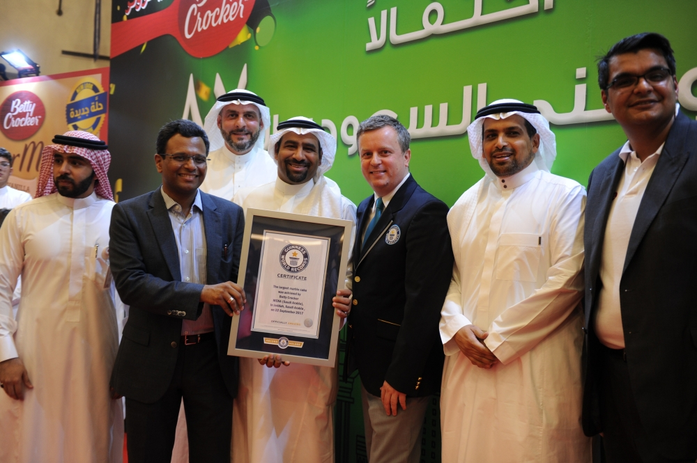 Executives of Betty Crocker and officials of Guinness World Records present the certificate of recognition