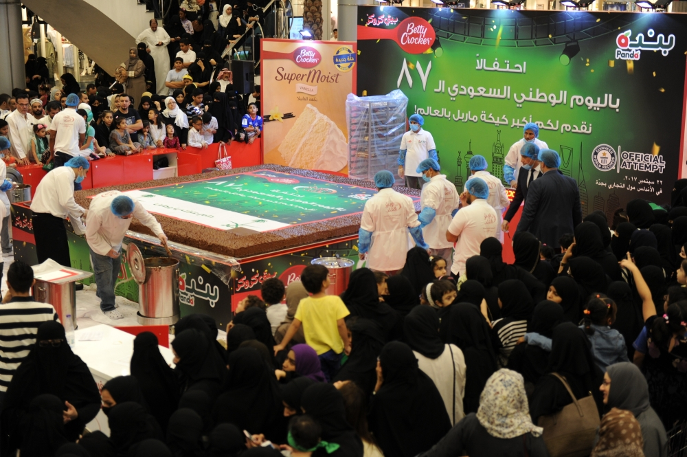 The largest marble cake measuring 16 square meters and weighing 733 kilos unveiled at Al Andalus Mall in Jeddah