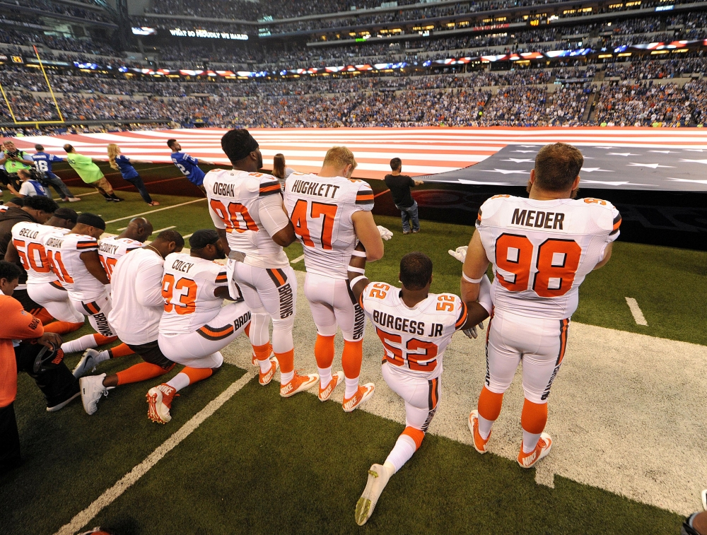 Sep 24, 2017; Indianapolis, IN, USA; The Cleveland Browns team stand and kneel during the National Anthem before the start of their game against the Indianapolis Colts  at Lucas Oil Stadium. Mandatory Credit: Thomas J. Russo-USA TODAY Sports     TPX IMAGES OF THE DAY