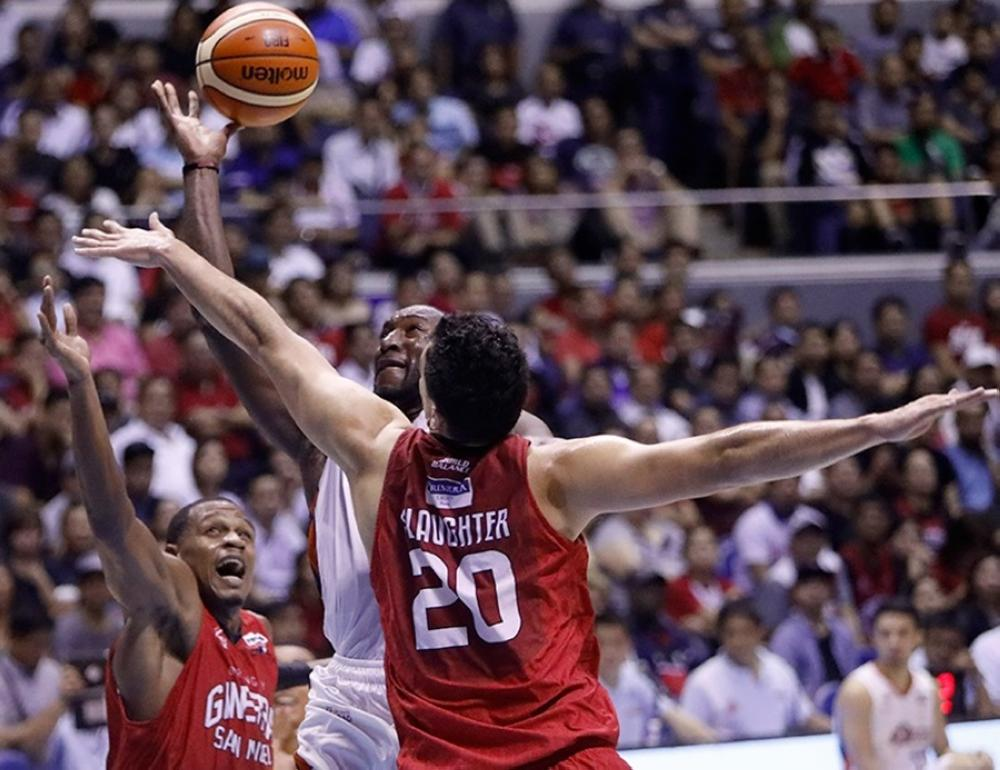 Meralco's Allen Durham powers his way to the basket, splitting the defense of Ginebra's Greg Slaughter (R) and Justin Brownlee in Game 3 of the PBA Governors' Cup Finals at the Smart-Araneta Coliseum Wednesday night.