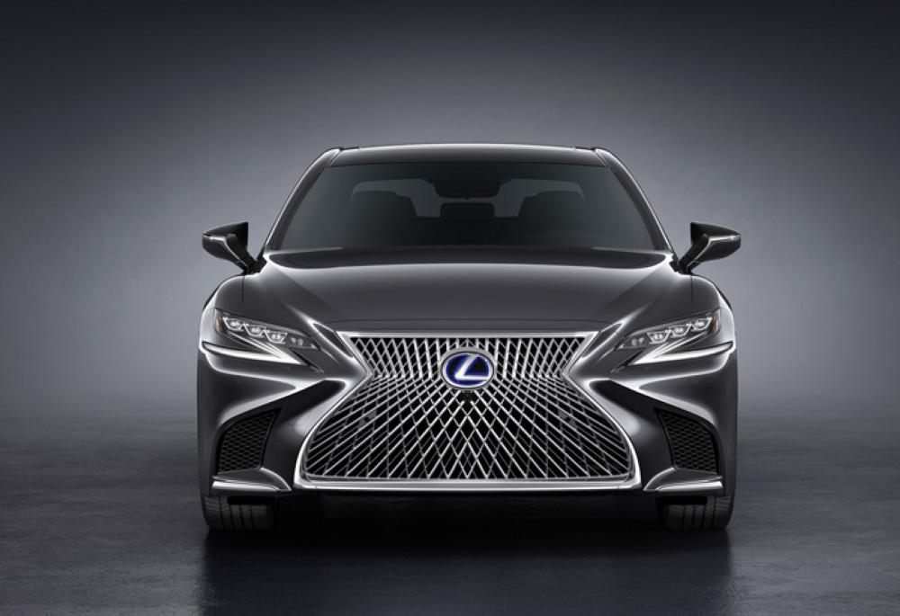 New Lexus LS 500h equipped with the first-ever luxury car 10-speed automatic transmission, and new seating designs