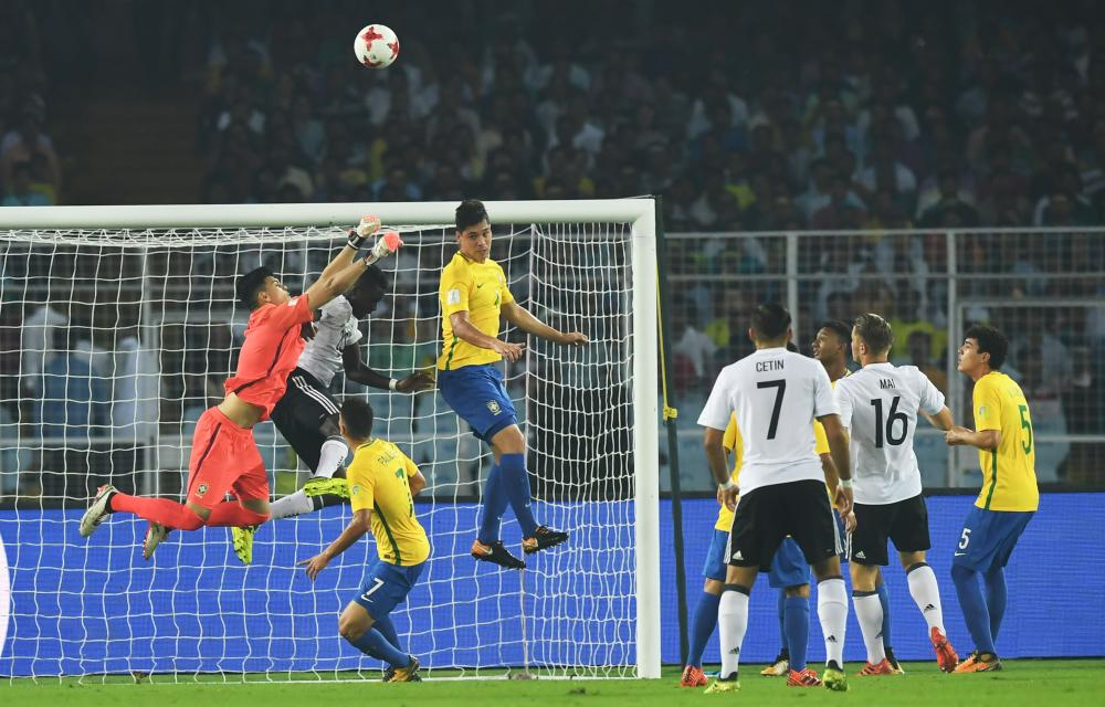 Goalkeeper Gabriel Brazao (L) of Brazil makes a save during their quarterfinal match against Germany in the FIFA U-17 World Cup at the Vivekananda Yuba Bharati Krirangan Stadium in Kolkata Sunday. — AFP