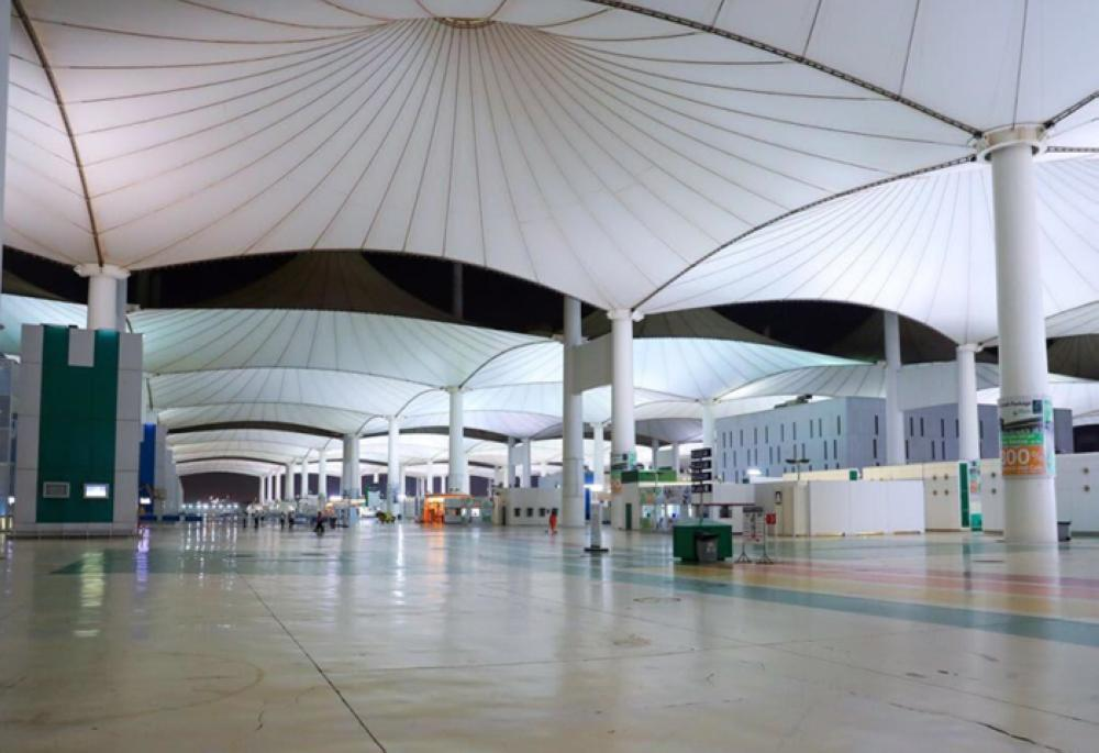 The Haj Terminal of the airport has a total area of 510,000 square meters consisting of the eastern lounges which have an area of 90,000 square meters and an open area (the eastern plaza) which has an area of 160,000 square meters. — SPA