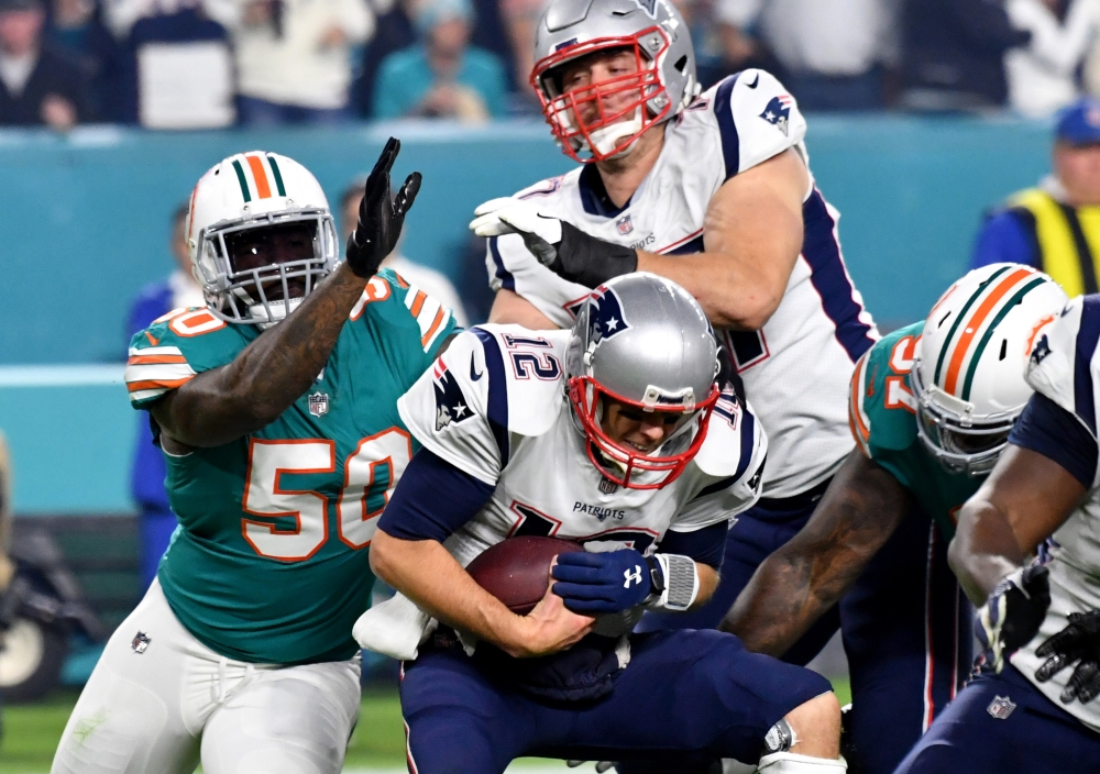 Dolphins surprise Brady, Patriots