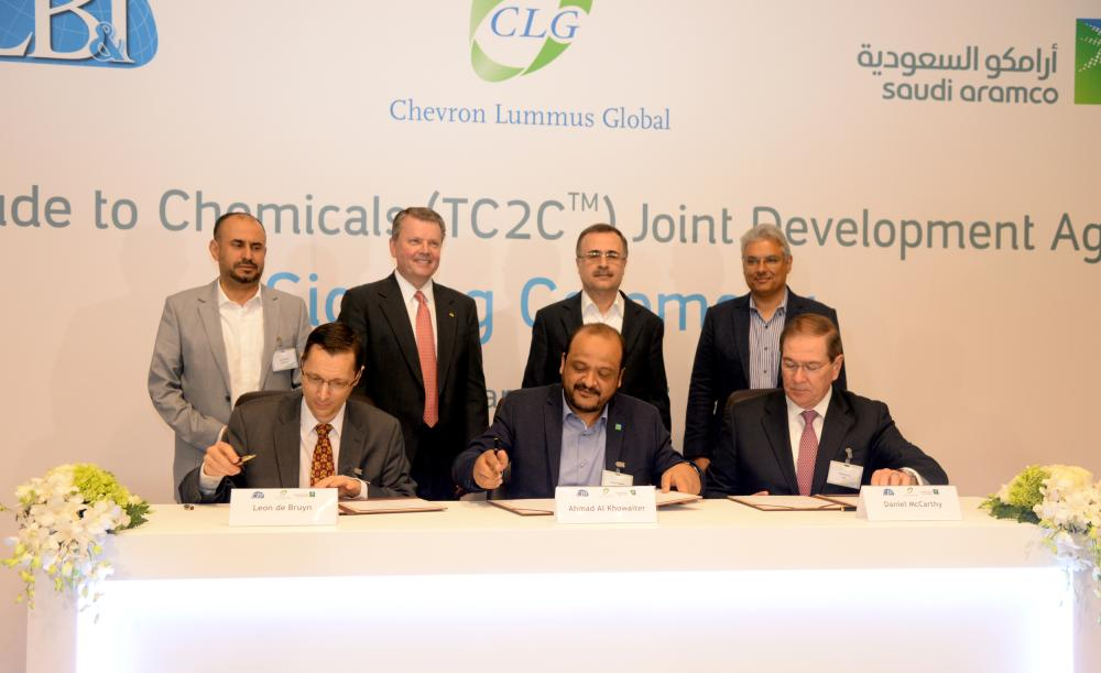 The signing of the three-party development agreement involving Saudi Aramco Technologies, CB&I, a US-based leading provider of technology and infrastructure for the energy industry, and Chevron Lummus Global (CLG), a joint venture between CB&I and Chevron USA Inc. in Dhahran on Thursday. — SG photos by Sami Al-Ghamdi