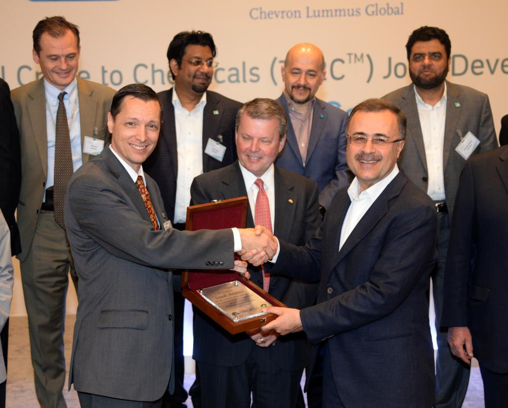 Saudi Aramco President and CEO Amin H. Nasser exchanging mementos with CB&I CEO and CLG managing director at Saudi Aramco headquarters in Dhahran on Thursday.