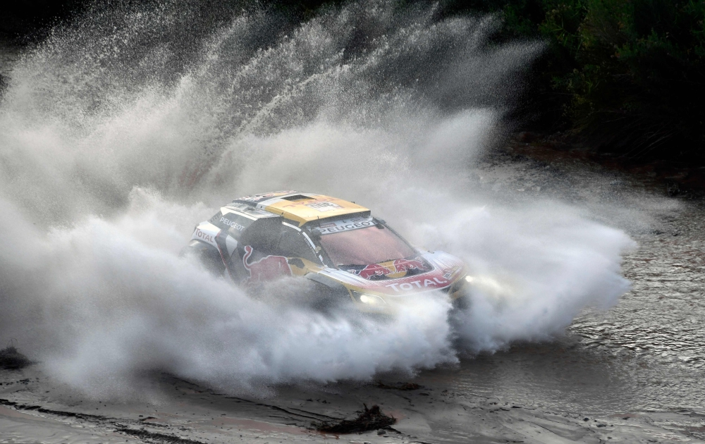 Price's Dakar hopes hit, Sainz leads cars