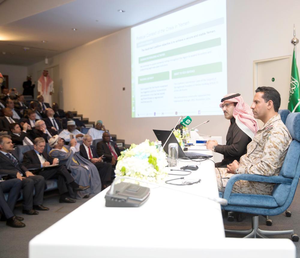 Saudi Ambassador to Yemen Mohammed Al-Jaber (left) and coalition spokesman Col. Turki Al-Malki brief diplomats at a meeting in Riyadh on Tuesday on various measures being taken to meet the humanitarian needs of the Yemeni people. — SPA