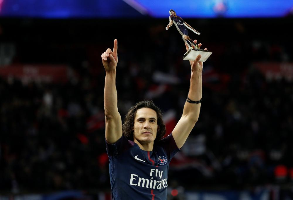 Cavani breaks PSG goal record