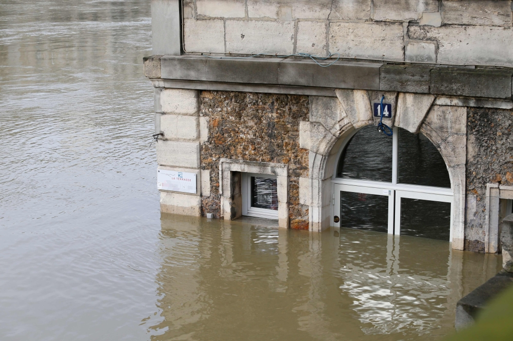 Flooding of Seine River engulf nearby restaurants
