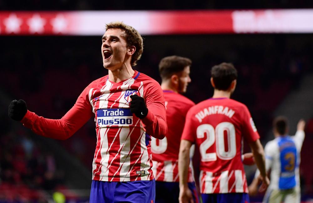 Antoine Griezmann scores four as Atlético close on leaders Barcelona