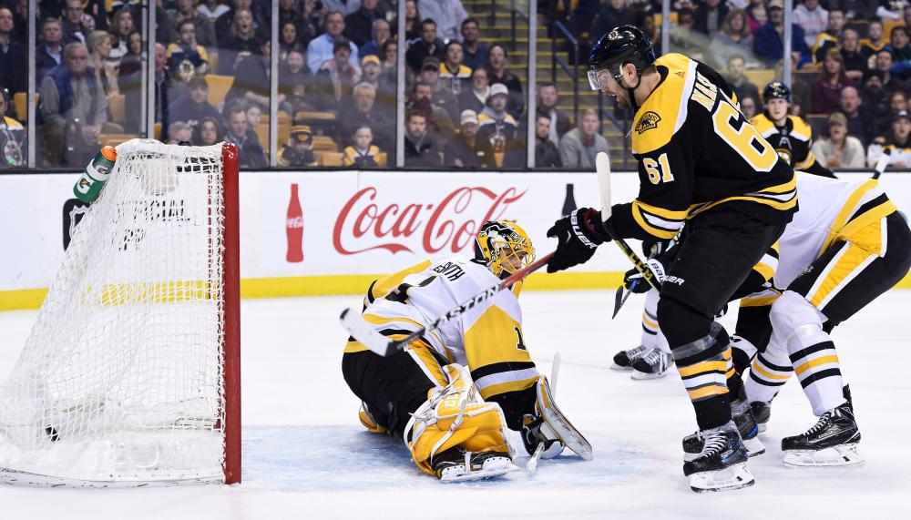 Bruins hammer Penguins, 8-4