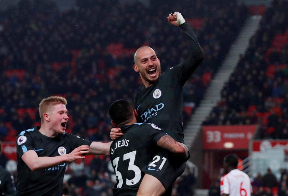 Silva scores twice to see Man City beat Stoke 2-0