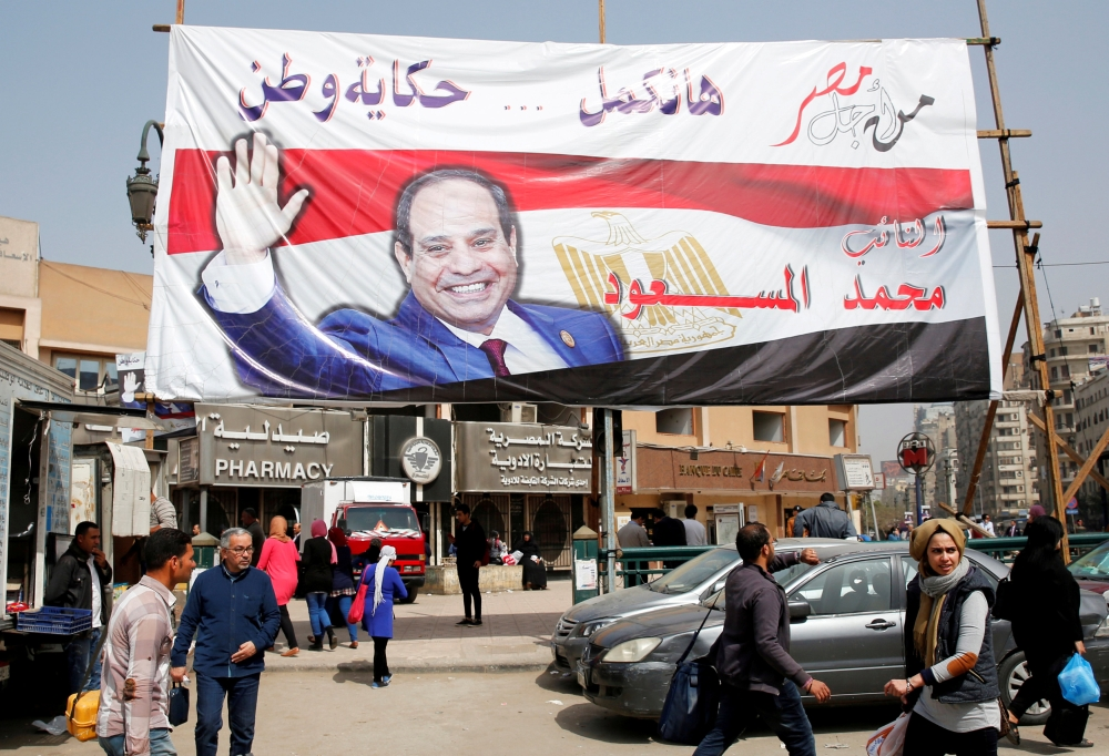 Thousands of Egyptians Line Up to Vote Outside Embassy in Kuwait