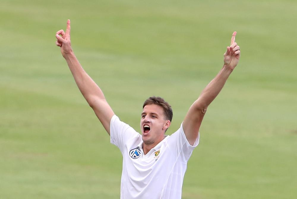 TL;DR: Elgar, Morkel put South Africa ahead on attritional day