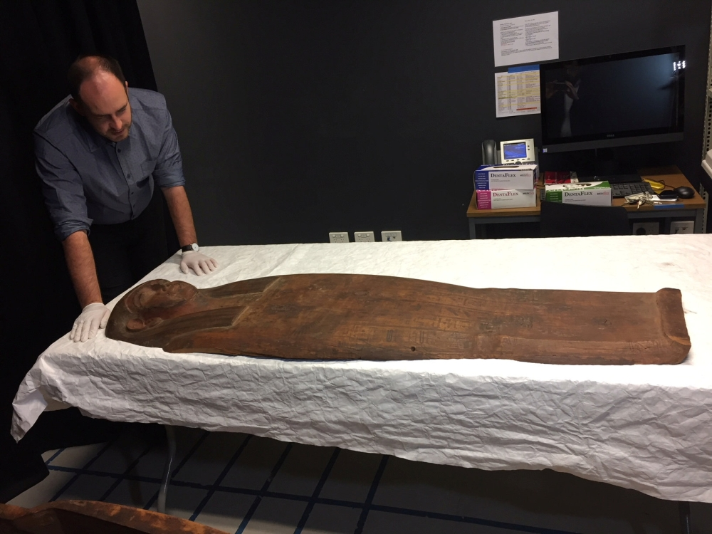 Scientists discover 2500-yr-old mummy in Egyptian coffin
