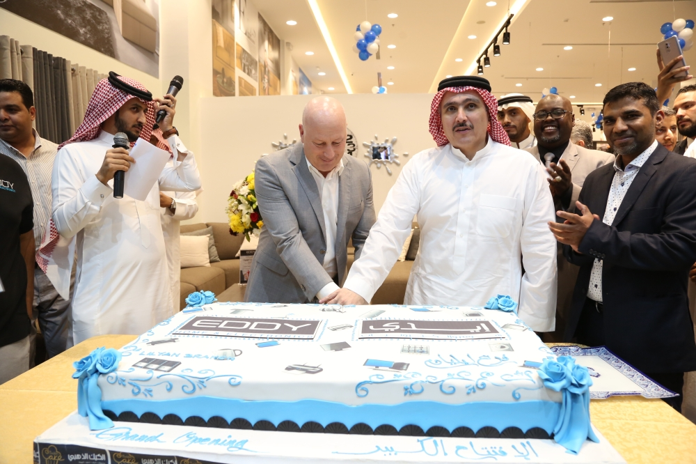 Ammar Naghi, along with Nicholas Peel, Managing Director, cut the cake. Also seen is Mohammed Ghouse,  General Manager, Marketing