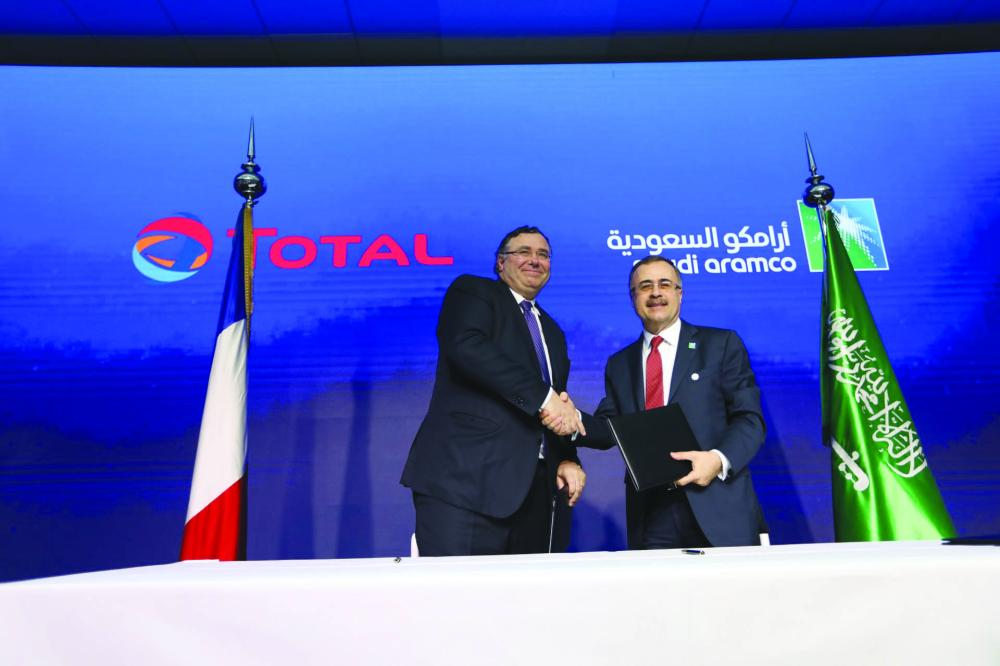 Amin H. Nasser (right), President and Chief Executive Officer of Saudi Aramco, shakes hands with Patrick Pouyanné, Chairman and CEO of Total, after signing the agreement.
