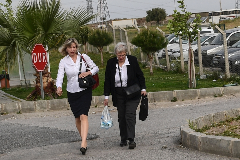 Jailed US pastor Andrew Brunson's wife Norine Brunson (L), arrives at the courthouse for the trial of her husband, held on charges of aiding terror groups, in Aliaga, north of Izmir, on Monday. — AFP