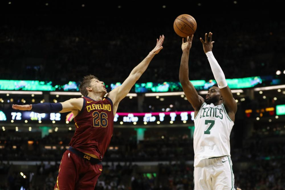 Celtics push LeBron, Cavs into 0-2 hole