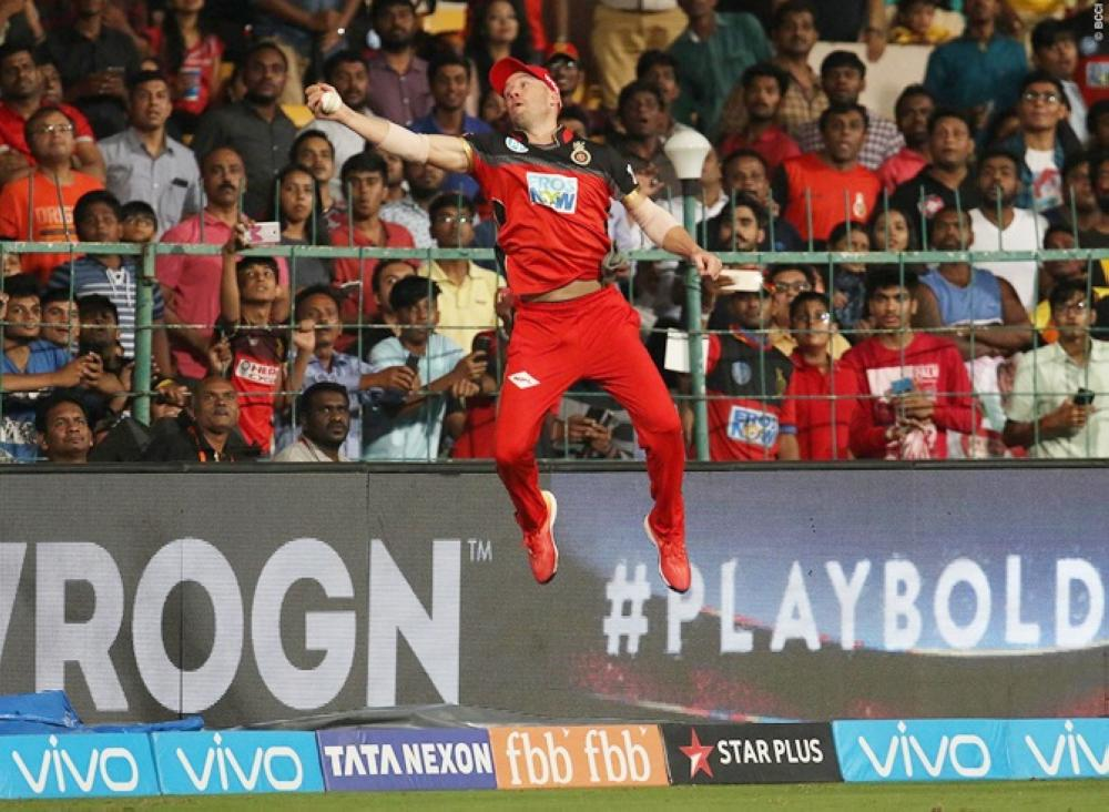 de villiers turns 039 spiderman 039 with ipl catch saudi gazette