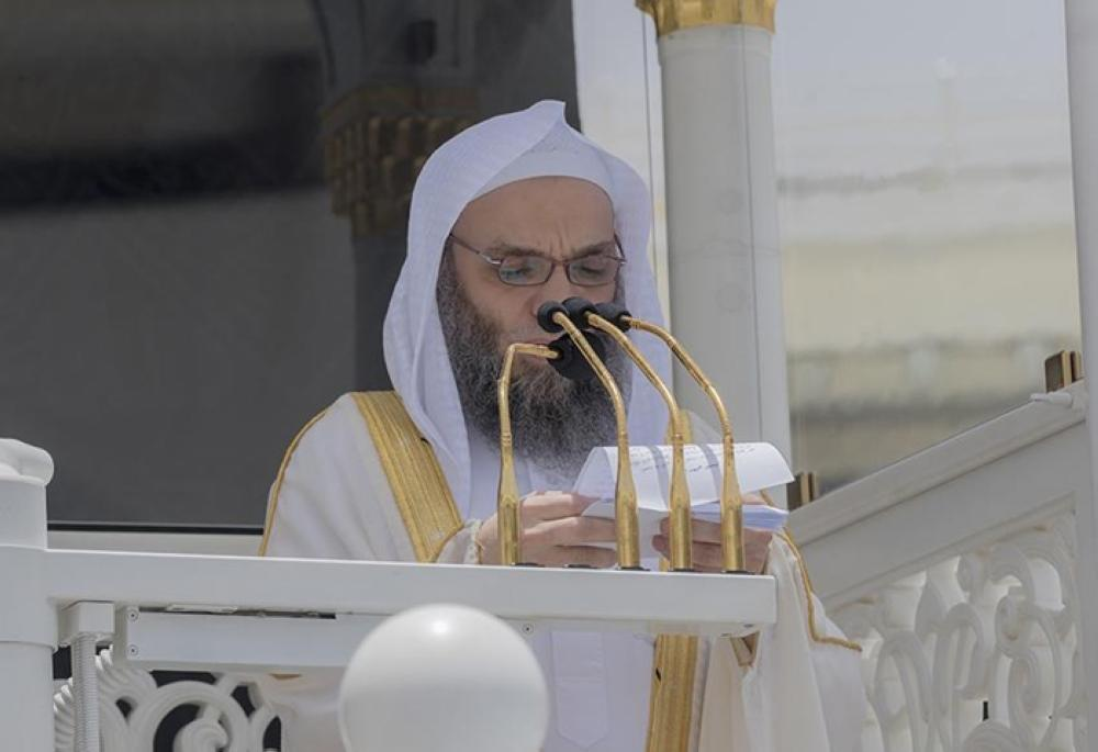 Sheikh Faisal Ghazzawi delivers the Friday sermon in the Grand Mosque in Makkah. — SPA photos