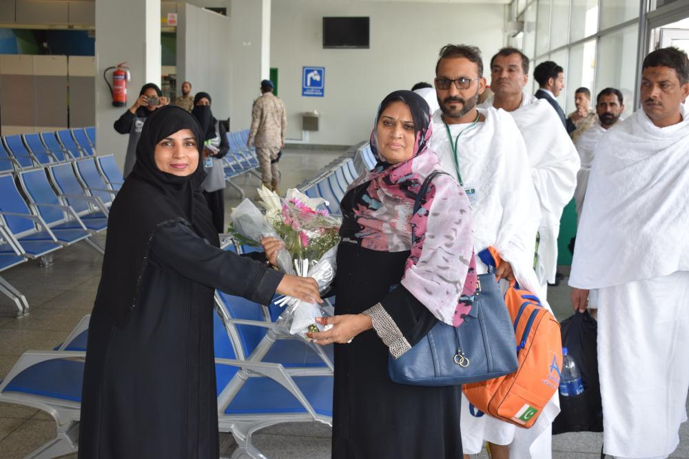 Pakistan Consul Fauzia Fayyaz Ahmed welcoming a pilgrim at the KAIA airport. — Courtesy photo