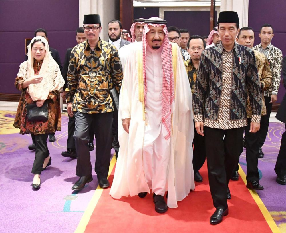 King Salman received by President Joko Widodo in his palace