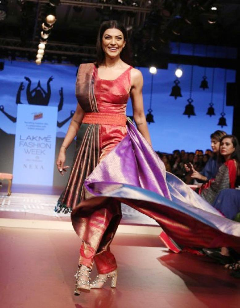 Sushmita Sen was the showstopper for a label called Recrafting Traditional Silk, which was in Collaboration with fashion designer Sunita Shankar