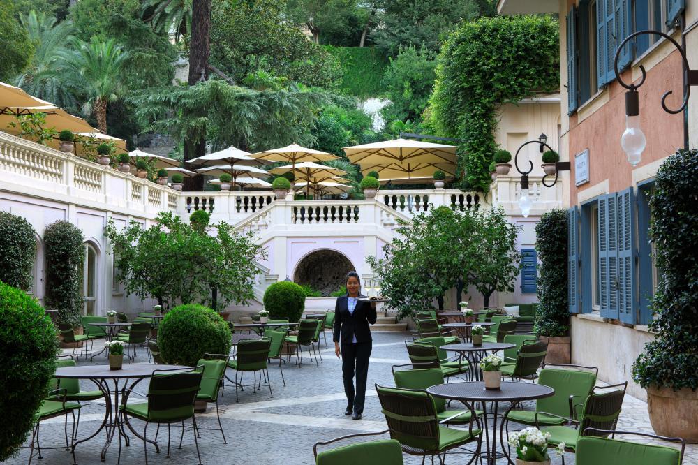 RFH Hotel de Russie - Piazzetta Valadier with human presence