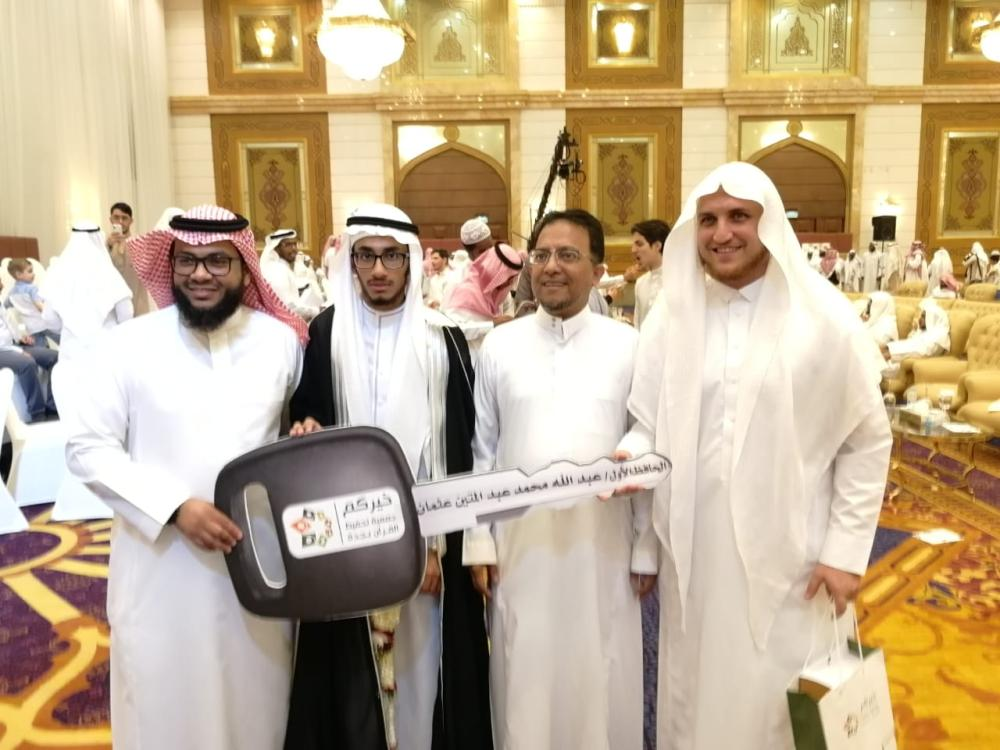 Expat wins first prize in