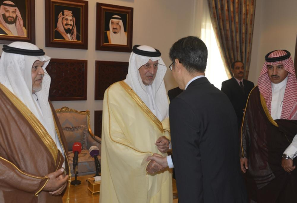 Prince Khaled Al-Faisal, emir of Makkah and adviser to Custodian of the Two Holy Mosques, meets heads of consulates and Haj missions in Jeddah on Sunday. — SPA