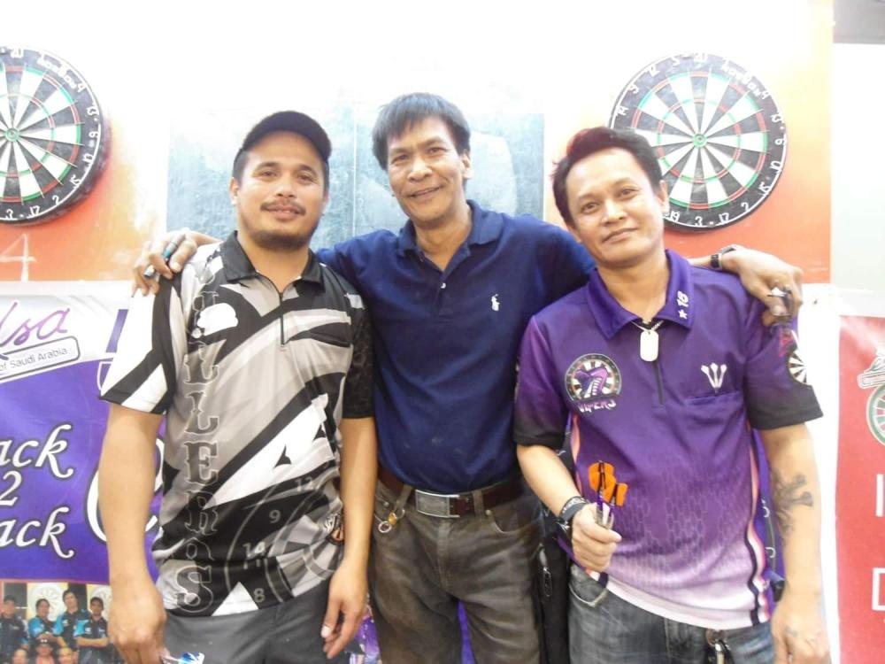 Class B winner Bong Bardon (L) with Game Director Bert Reyes (C) and Ferdz Benting