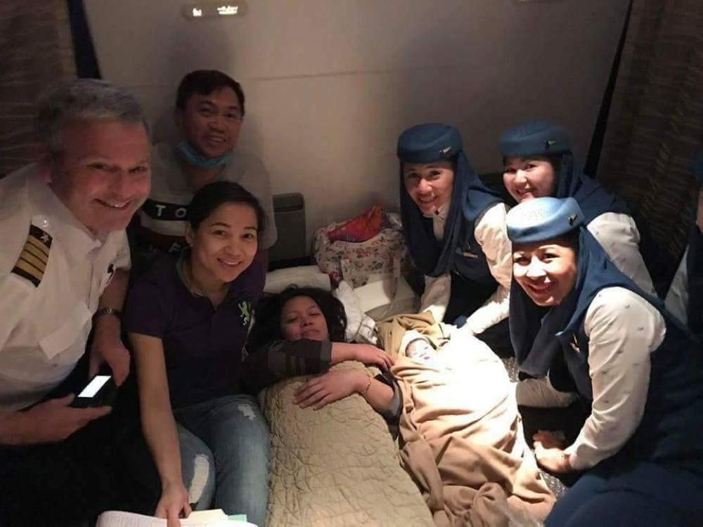 The mother and baby with Dr. Jan Saret and Saudia crew following the mid-flight delivery.