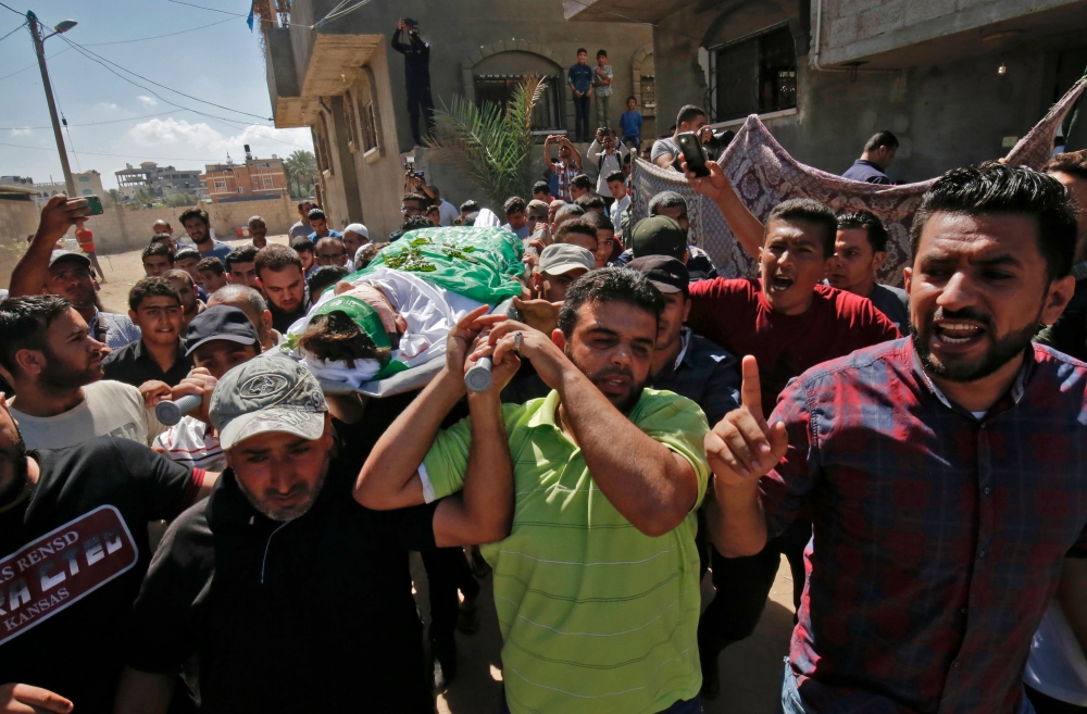 Palestinians say one killed as Israeli troops fire on Gaza protest